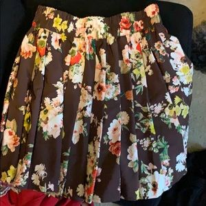 Mini floral pleated skirt